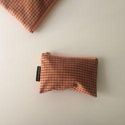 다크 오렌지 체크 파우치(Dark orange check pouch)-small