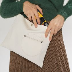 circle point pocket bag - white