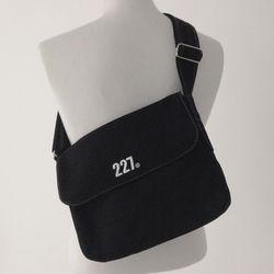 227 이이칠 ON02 : MIDDLE BAG [ white stitch ]