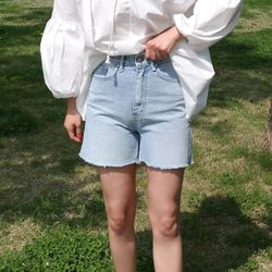 Natural denim short pants