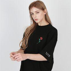 [16수] 장미 자수 레터링 반팔티셔츠 블랙