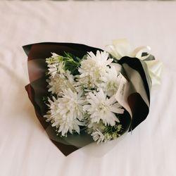 그립고 보고싶은 화이트국화 부케-성묘꽃다발납골당꽃
