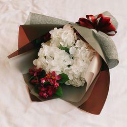 그리운 마음을 담은 화이트 수국 부케-성묘꽃다발납골당꽃