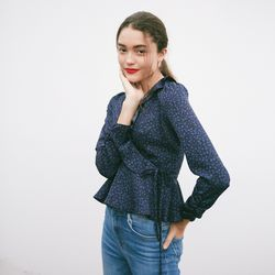 RUFFLE POINT WRAP BLOUSE(NAVY)