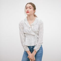 RUFFLE POINT WRAP BLOUSE(WHITE)
