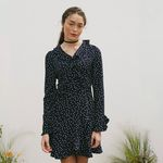 RUFFLE POINT SLEEVES DOT WRAP ONEPIECE(NAVY)