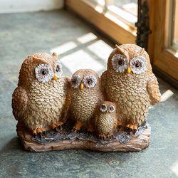 나무위 브라운 부엉이 가족