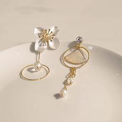 동백꽃 드롭 귀걸이 white camellia drop