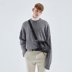 CREAMY CABLE KNIT SWEATER GRAY