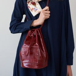 wearable cylinder bag (croc wine)