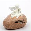 돌에 앉은 아기와 천사