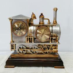 기차 탁상시계