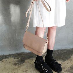 simple hard tote bag