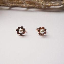 14k gold pearl flower earring
