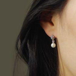 Lyn To Spring- Flower Cubic Petit Earrings