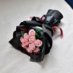 모던 블랙 장미 꽃다발 10송이