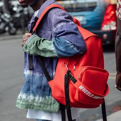 WHEELS AND CONTAINER BACKPACK -RED