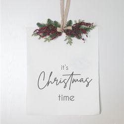 패브릭 포스터 레드 베리 행잉 리스 크리스마스 타임 태피스트리
