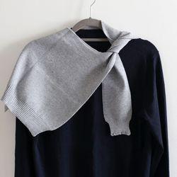 gray knit muffler