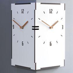 거실과 주방에서 시간확인이 가능한 직사각코너시계 화이트