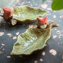 레드버드 나뭇잎 수반