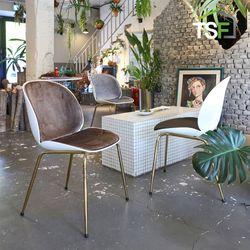 베이커 골드체어 인테리어 카페의자