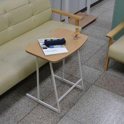 러프 라운드 사이드 테이블 화이트