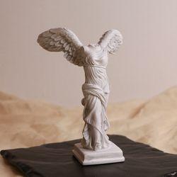 승리의 여신 니케 조각상