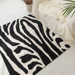 블랙 지브라 디자인 카페트(1color. 2size) - 1.5평(230x180)