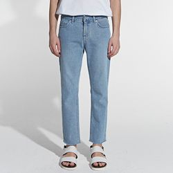 STRAIGHT CUTTING CROP JEANS LIGHT BLUE