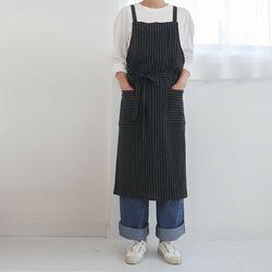 pin stripe cross apron [ navy ]