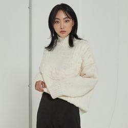 포인트 꽈배기 터틀넥 스웨터 MIWKAA117B