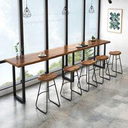 원목 소재 카페 홈바 폭 좁은 테이블