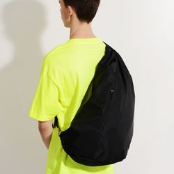 NYLON TWILL SLING BAG (BLACK)