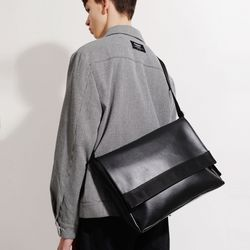 LEATHER MESSENGER BAG (BLACK)