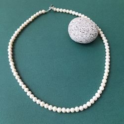 CLASSIC M PEARL NECKLACE