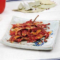 따뜻한 밥과 함께 양념 고추장아찌 150g CH1638512