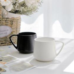 올리비아 홈카페 삼각머그 무광 카페 머그잔 (2color)