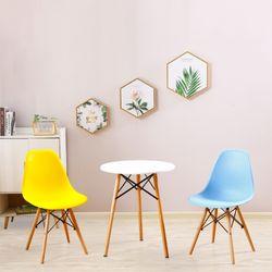 모던 스타일 티 테이블과 의자