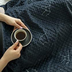 보들보들 정전기 방지 별자리 엠보 극세사 두겹 담요 150x200