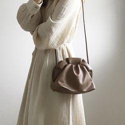 프릴 프레임 미니 만두 숄더백 (2color)