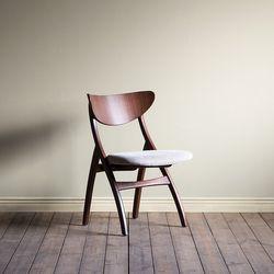 [스크래치] 쿠르보 의자 04 (그레이 방석)