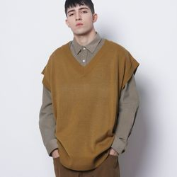 M614 in over knit vest mustard