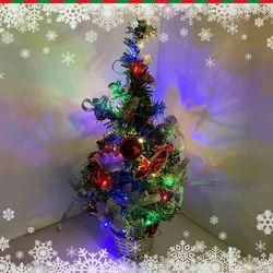 크리스마스 바스켓 트리와 멀티컬러 전구 세트