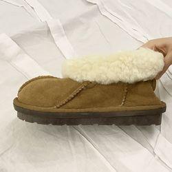Classic Clog Flats - 양가죽 스웨이드