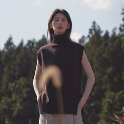 turtleneck sleeveless sweater - brown