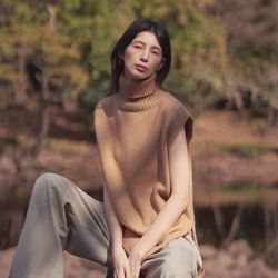 turtleneck sleeveless sweater - beige