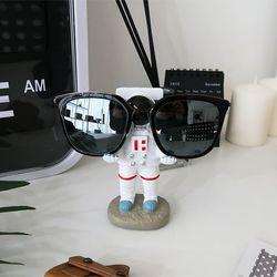 우주인 안경거치대