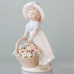 꽃 바구니를 든 블루리본 소녀