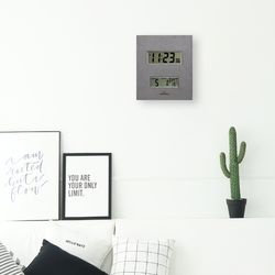 한눈에 모든정보를 알아볼 수 있는 디지털 인테리어 벽시계